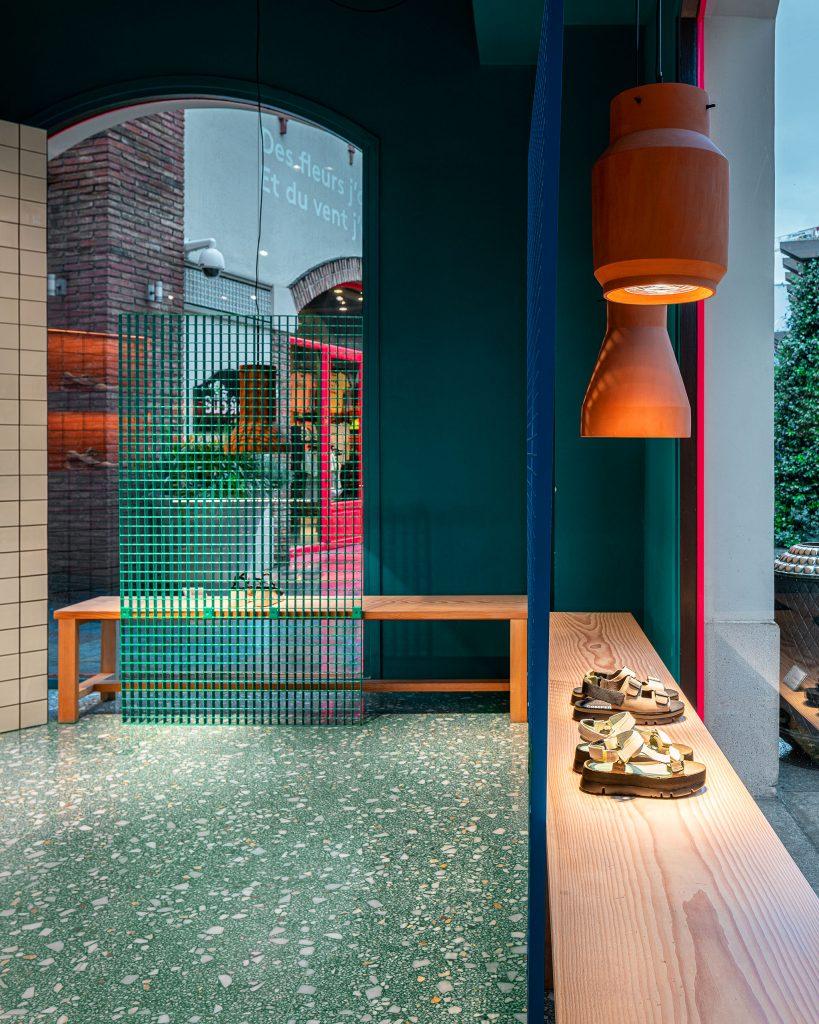 Tienda de Camper diseñada por Tomás Alonso con suelo de Huguet Mallorca | Foto Andrés Fraga